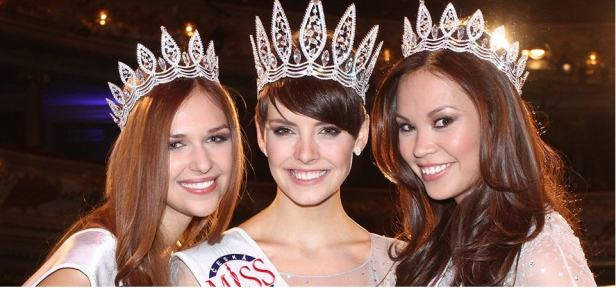 The winners (From L-R) Ceska Miss World 2013, Ceska Miss 2013 and Ceska Miss Earth 2013.